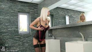 Pamela Blond Pizza With Extras