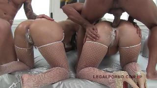 Simone Peach And Bambi Bella Hot Sexxxxy